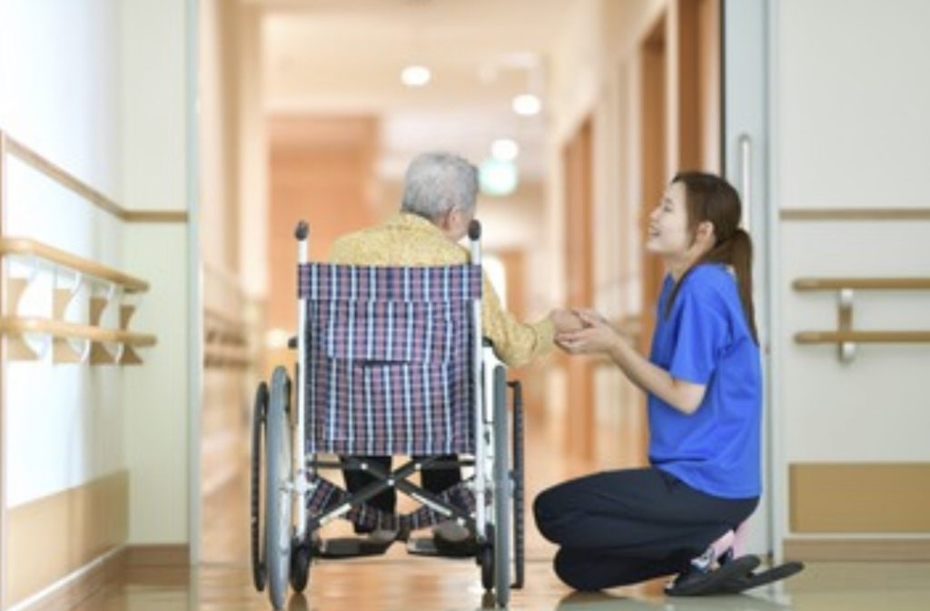 介護がなぜ低賃金?