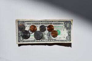 フリーターの平均年収は175万円!正社員より300万円少ない!
