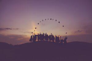 高卒の給料のリアルを解説!大卒より稼ぐ勝ち組の高卒の職業とは?