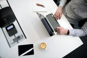 会社員に副業ブログがおすすめな理由【将来の不安が軽くなります】