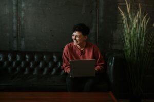 将来が不安でたまらない人はWEB業界に転職するべき理由【体験談あり】